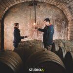 Vignerons dans les cave du champagne André Tixier à Chigny-les-Roses